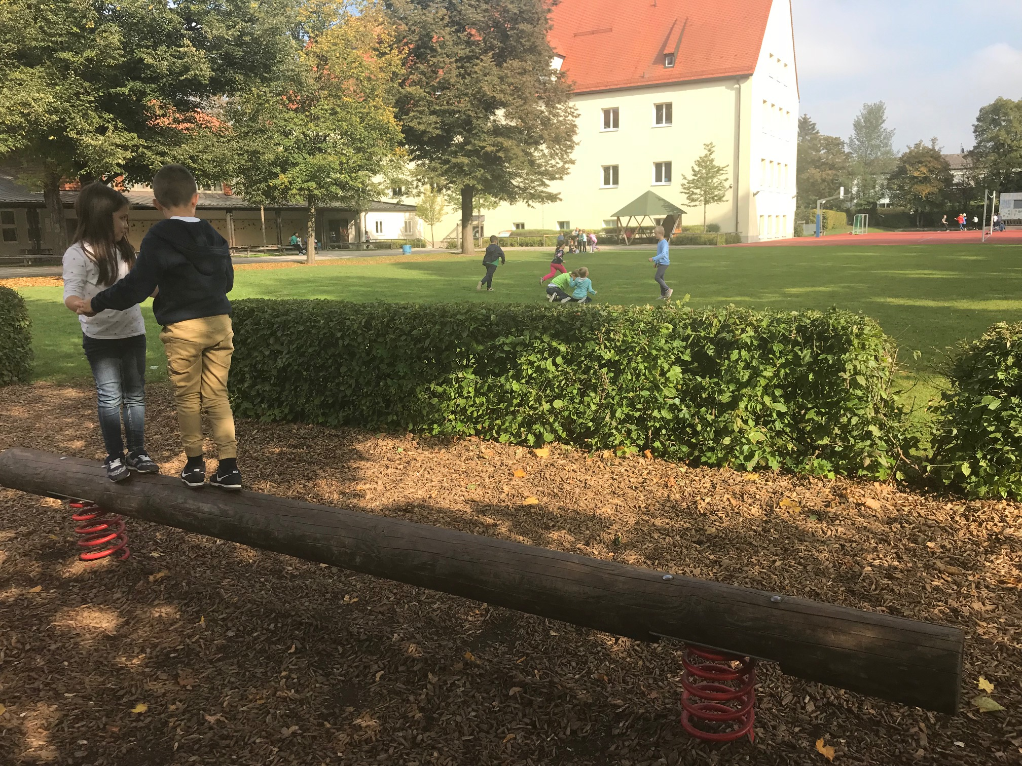 Klettergerüst Reck : Profil sport grundschui u2013 grundschule münchen lerchenauer str. 322
